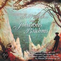 Plays Johannes Brahms